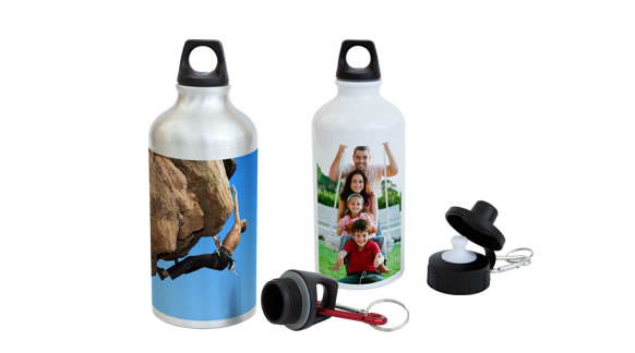 The aluminium thermal bottle is a good companion while travelling, no matter for sport events, for kindergarten or school. It can be invididualized with your own photos.