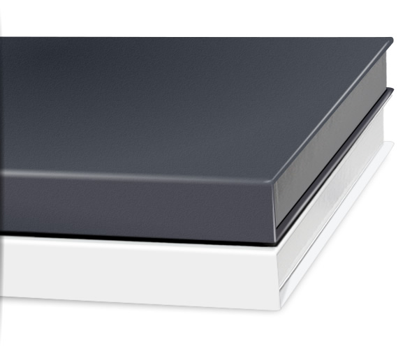 The photobook gift box is available in glossy wihte and anthracite.